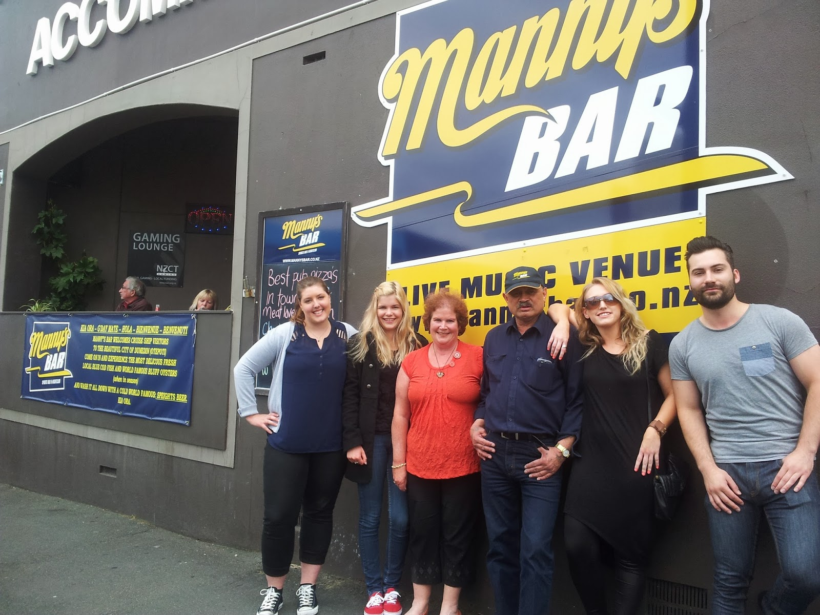Mannys Bar
